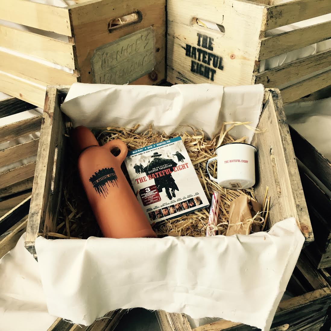 Bring a piece of @thehatefuleight home! RT w/ the hashtag #HatefulCrate for your chance to win! (US entries only) https://t.co/FykDr3ByTC
