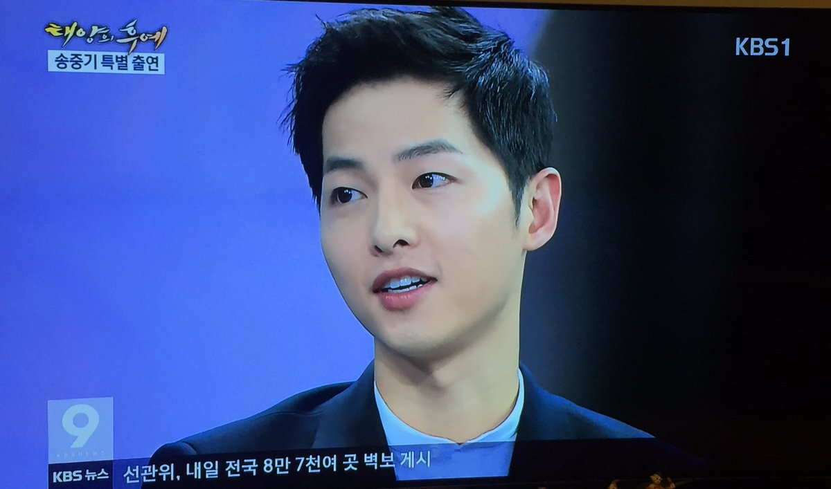 """Song Joong-ki appears on KBS News 9. He said """"I cannot use social media because I'm not device-friendly person"""" https://t.co/SMg5QLuYhM"""