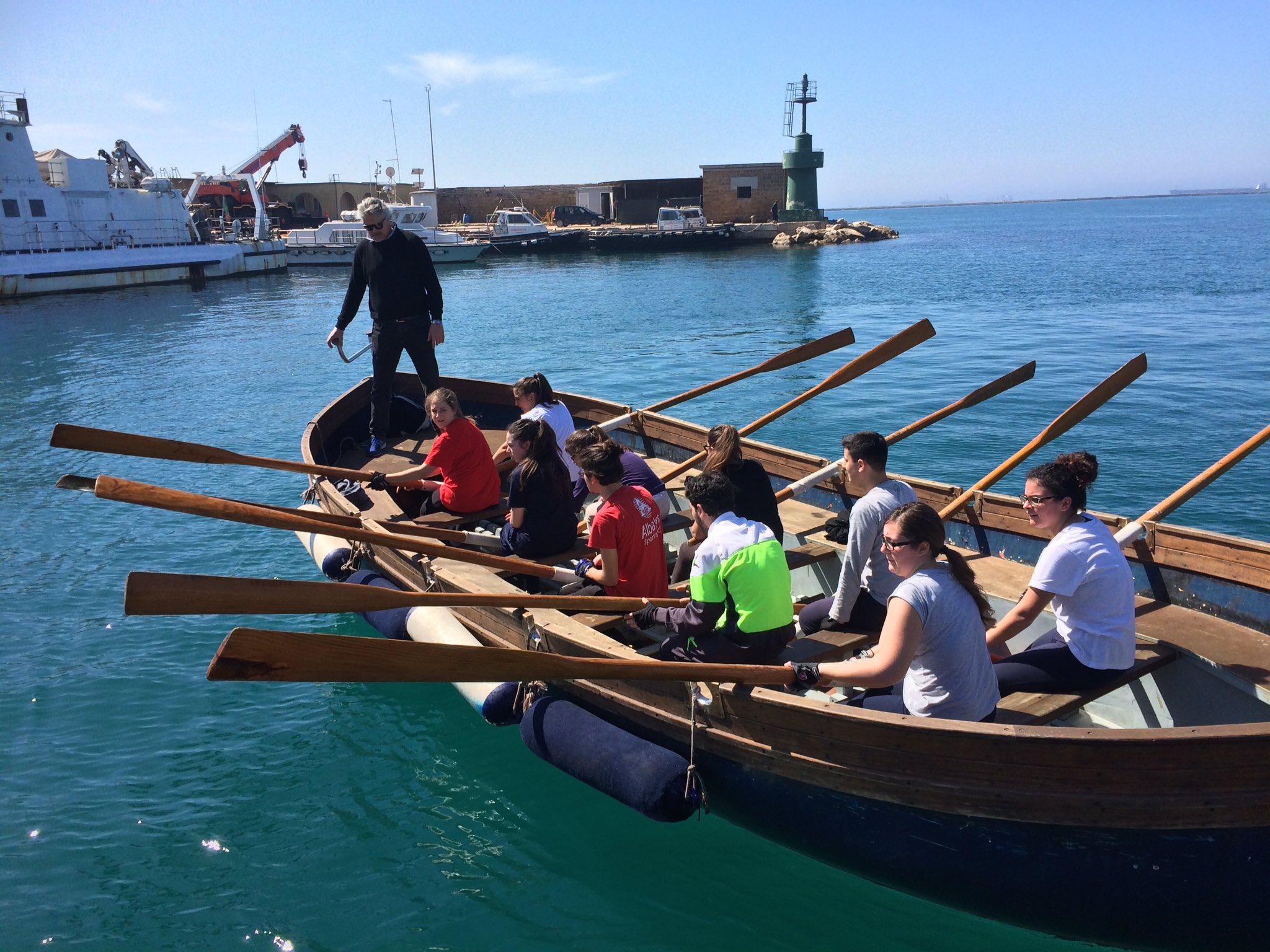 """Palio di Taranto on Twitter: """"Al via gli allenamenti per il #palio delle  #scuole del prossimo 6 maggio. In barca i ragazzi del Liceo #Aristosseno  https://t.co/CkeM8wTKdo"""""""