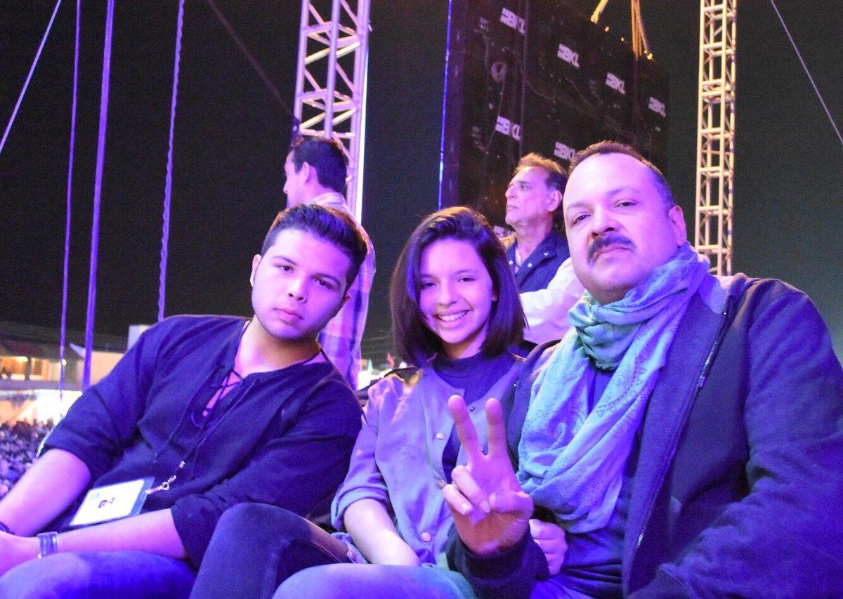Agradezco a mi amigo @PepeAguilar y a su familia por acompañarme en mi pasado concierto en #SanCristobalDeLasCasas https://t.co/JgVwec2InE