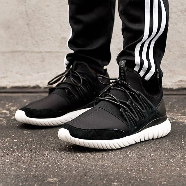 Adidas Women 's Tubular Defiant Sneakers in White Black Akira
