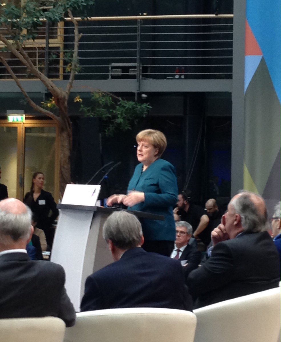 """""""Müssen positive Einstellung der Bürger zu Big Data schaffen."""" Bundeskanzlerin Merkel beim #FoGip16 https://t.co/DL18HN2OU5"""