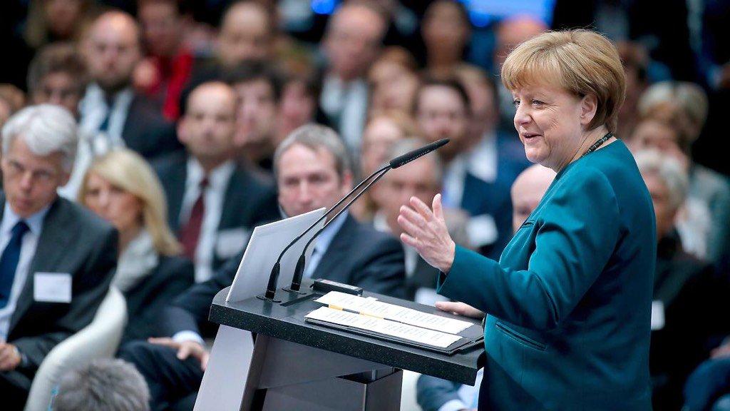 """Rede beim Forschungsgipfel 2016: Merkel: """"Die Schlacht ist noch nicht geschlagen"""" https://t.co/eh5E4dr3Nq #FoGip16 https://t.co/CbH10lszfT"""