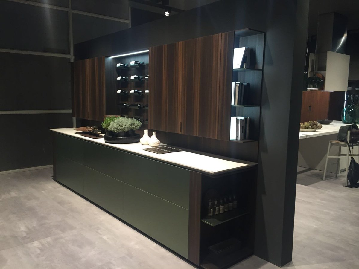 Legno Laccato Su Misura contemporary cabinet from pedini model outline. pedini