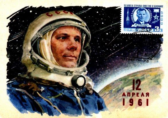 Jurij Gagarin con il francobollo a lui dedicato