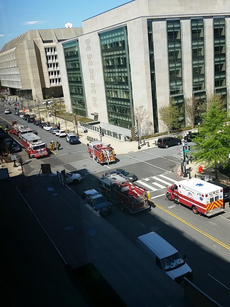 Federal Center SW station seems to be on fire @unsuckdcmetro https://t.co/BsxfXBjBn2