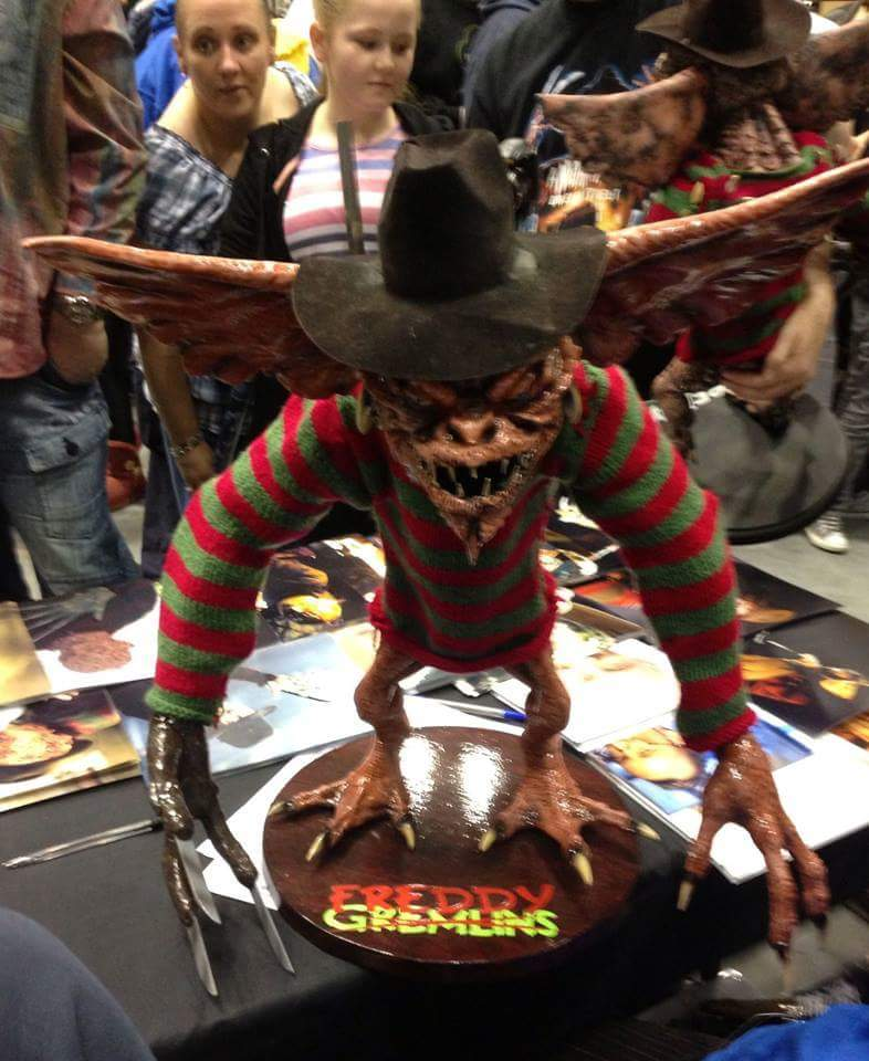 the gremlins pennywise 2017 on twitter freddy krueger meets the gremlins