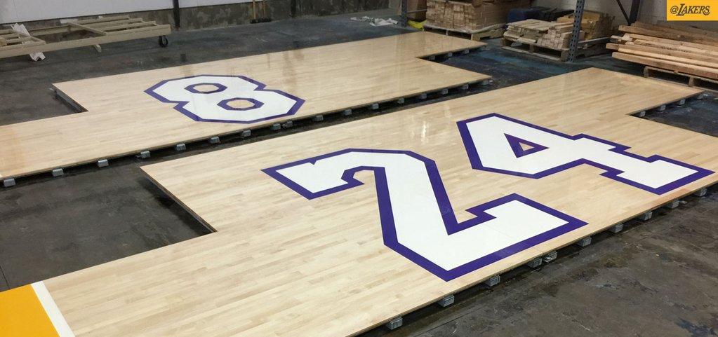 Los Angeles Lakers, Staples Centerın parketini Kobe Bryantın  son matçı üçün  xüsusi olaraq dəyişdirir.