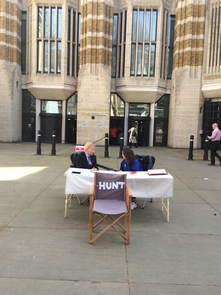 Outside dh @doctor_oxford and @drphilhammond waiting for @Jeremy_Hunt https://t.co/1onJGRbacG