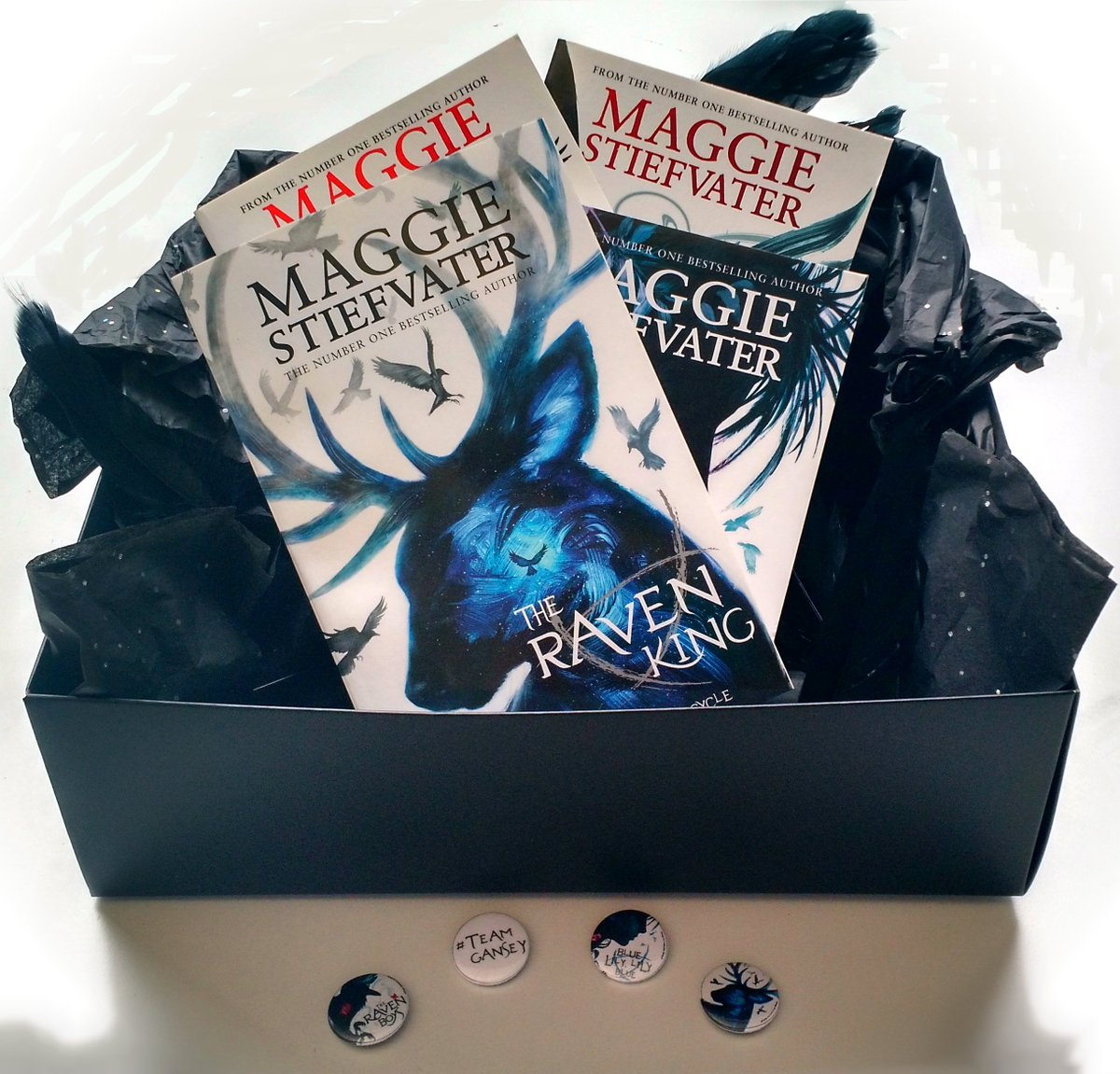 Who really wanted one of these exclusive Raven Cycle bundles? RT by midnight on Sunday to win! #RavenKing https://t.co/w6ZCxqlKYD