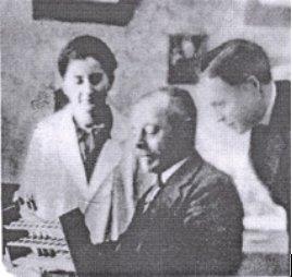 "1917 D'Herelle descubrió un microbio ""antagonista"" a las bacterias que causaba la muerte d la bacteria #microMOOCSEM https://t.co/y53qbJk7AA"