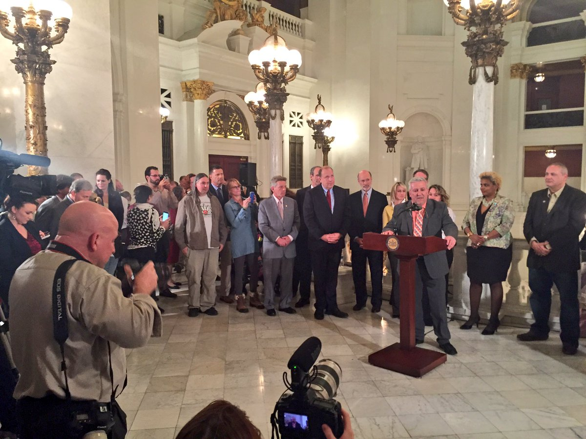 Sen. Folmer, sponsor of #SB3, fights back tears talking about House passage of #medicalmarijuana this afternoon. https://t.co/nTYatdk7Oi