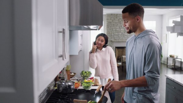 Watch @StephenCurry30 and @ayeshacurry share health tips in our latest video via @SInow https://t.co/0ln6KYOlMZ https://t.co/jfsNxLPKFw