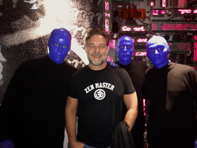 The one & only @russellcrowe attended our show last night & stopped for a quick photo! #DareToLive #Vegas https://t.co/CKVDA1PKt2