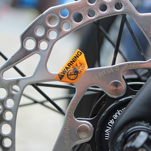 The UCI suspends disc brakes use in the road peloton after Ventoso's Paris-Roubaix injury https://t.co/BQk32bIqJr https://t.co/EddwgDQDFB