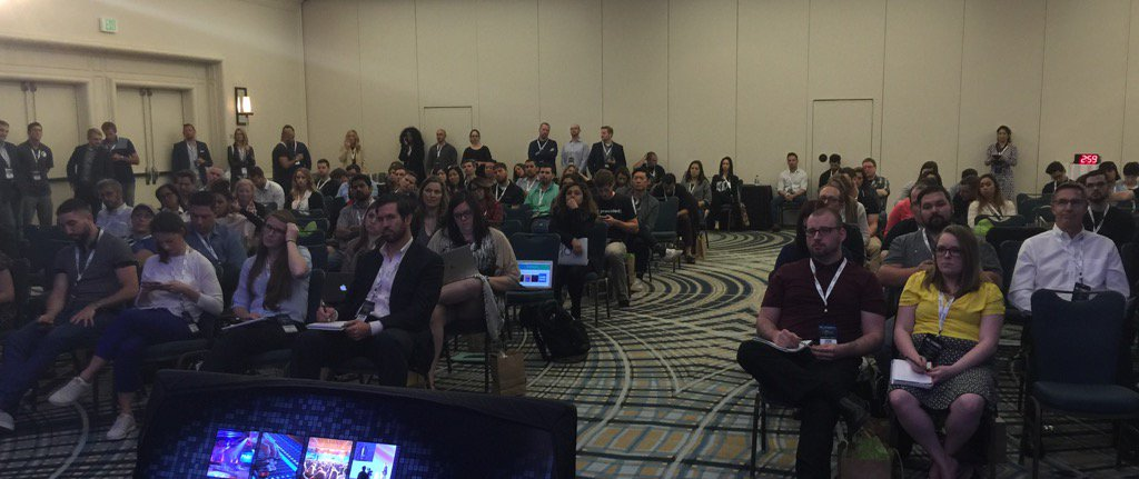 Standing room only for @larrykim 's presentation on social ad hacks! @WordStream #SEJSummit https://t.co/5iRmDXai95