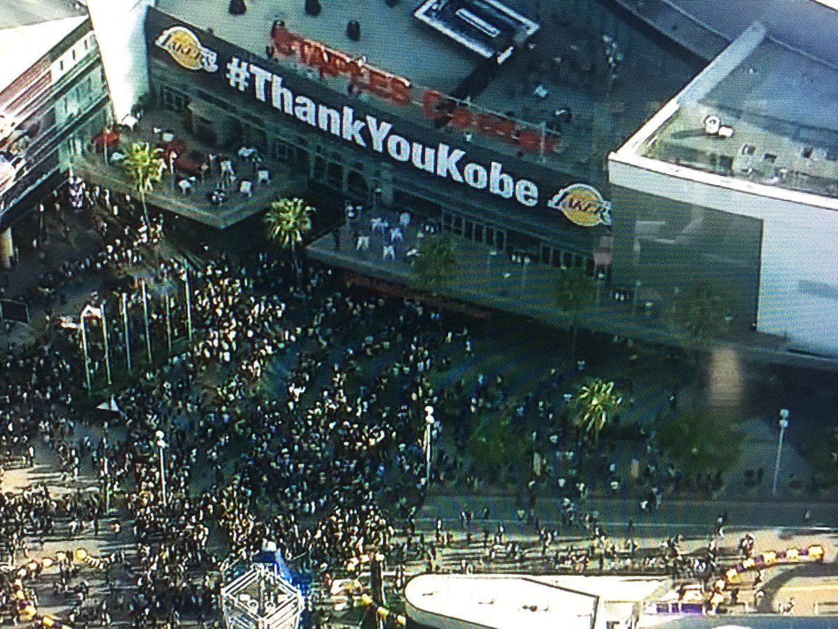 Oh wowza!!! That crowd outside staples is growing like crazy! Who's out there now? Pics plz #KobeDay @FOXLA @GDLA https://t.co/WHOAxcjDEp