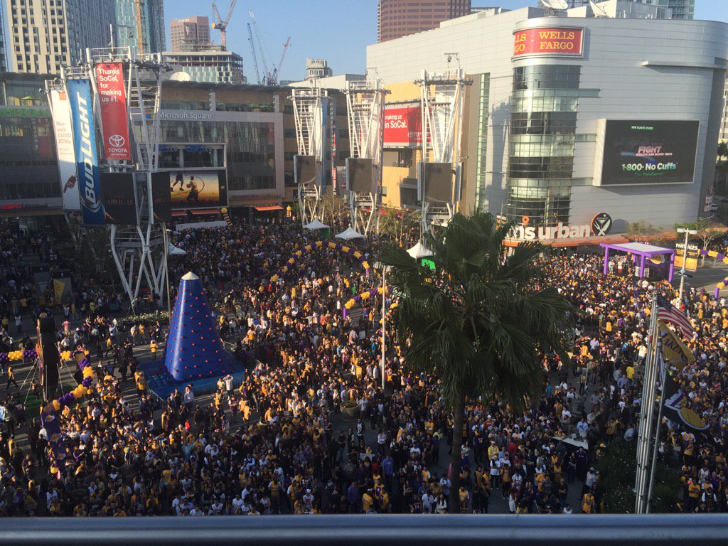 Outside Staples Center right now https://t.co/N6cXL83BAY
