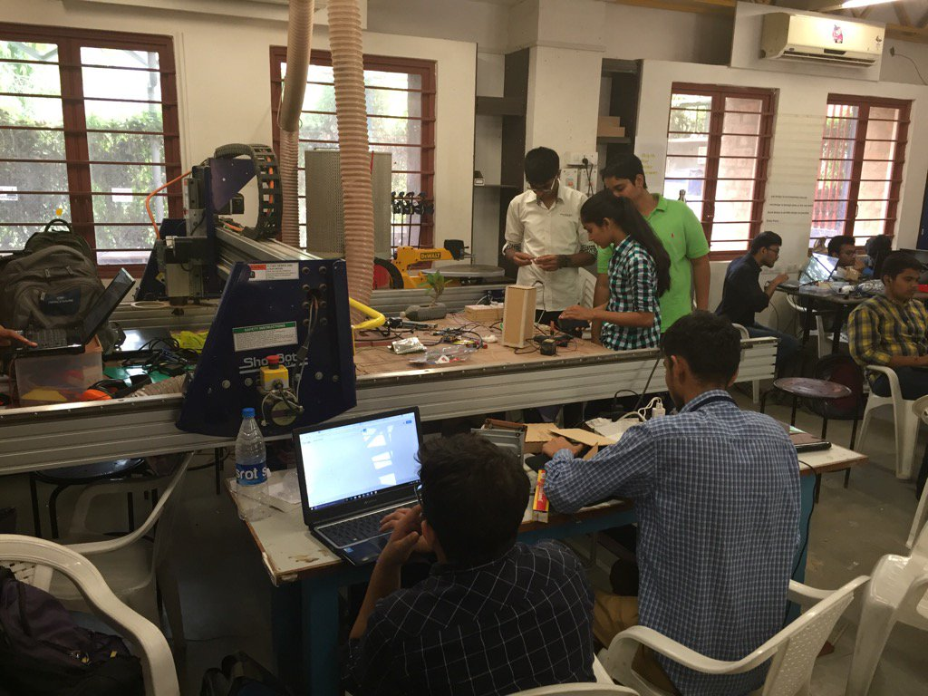 Students Hacking the Hardware @ IOT Fabathon #GenuinoDayAhmedabad #FabLabCept #AEFest https://t.co/F4k0cppWz0