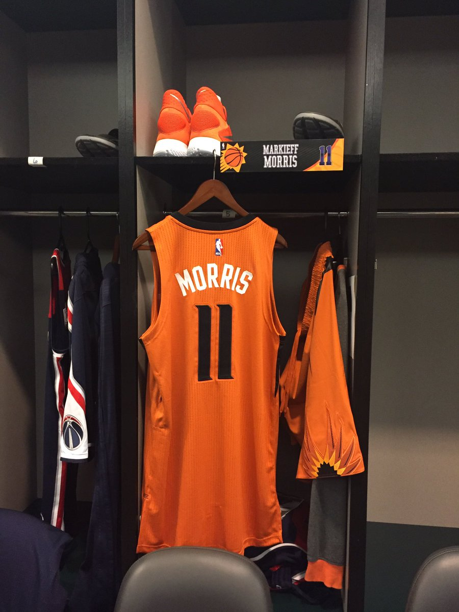 Shoutout to @PHXJGaspar for best April Fool's joke at #SunsVsWizards tonight. Replaced Keef's WSH stuff with this. https://t.co/ITqnHAChy6