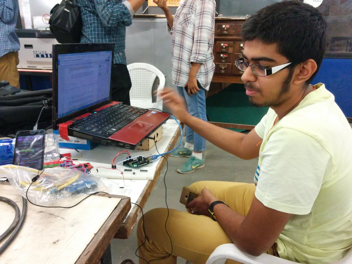 Application of IOT in hospital! #GenuinoDay #FablabCEPT #AEFest #fabathon https://t.co/0NDHG1O8wf