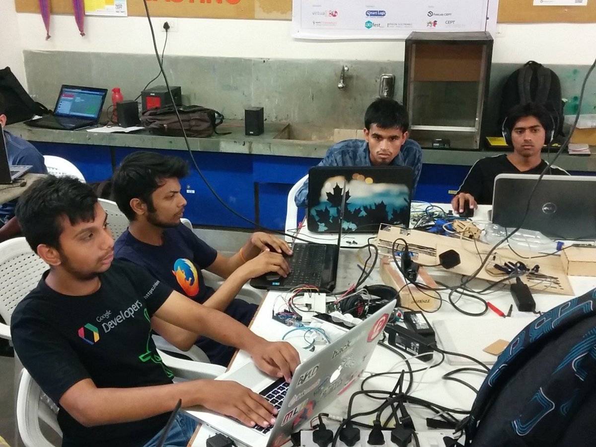 Team discussions @FabLabCEPT #GenuinoDay #FablabCEPT #AEFest #Fabathon https://t.co/H1mliKMGb3
