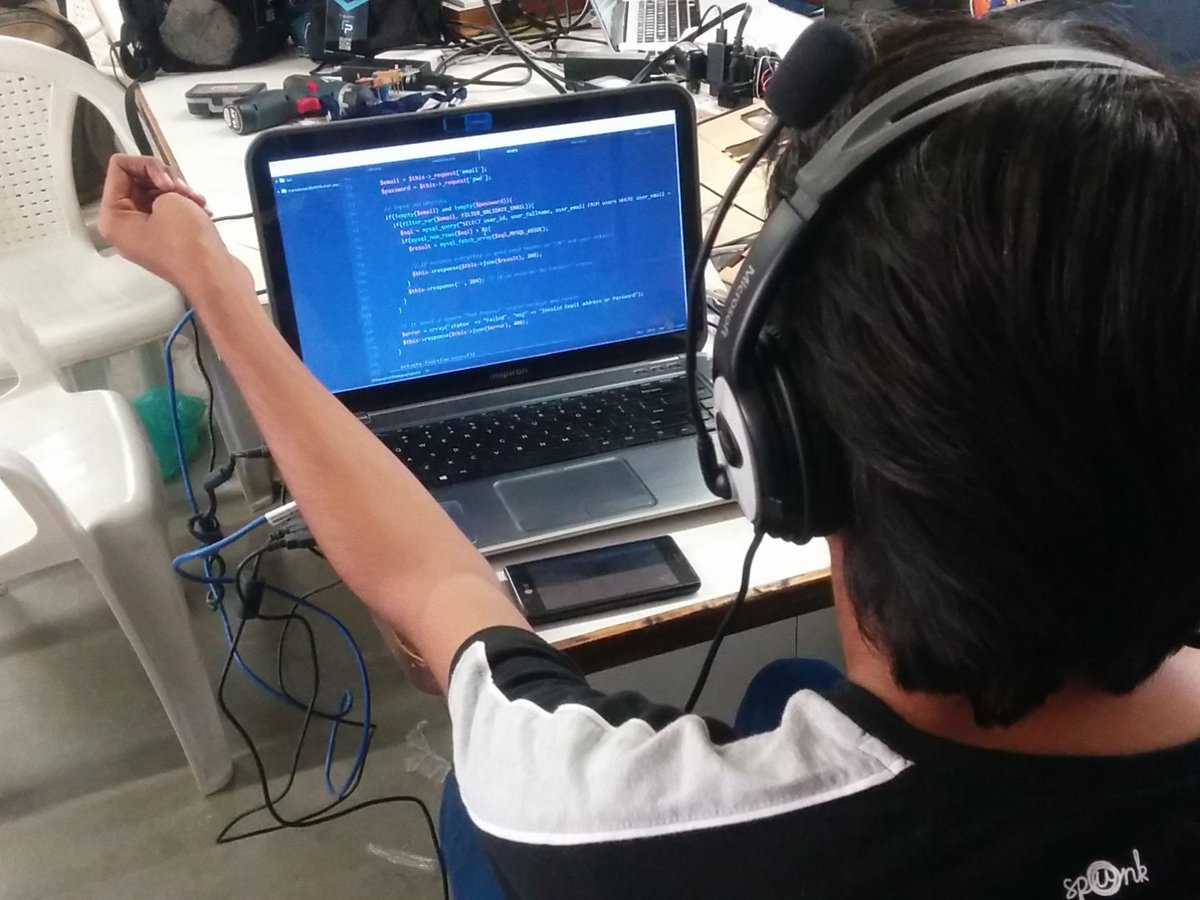 Arduino programing at IOT Fab-a-thon #GenuinoDay  #Fablabcept  #AEFest  #Fab-a-thon https://t.co/Fxh5VWrUWI