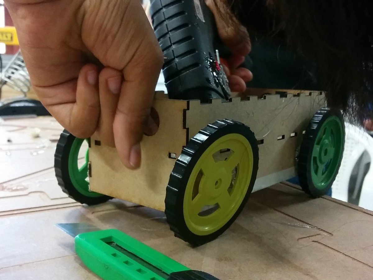Robot using Arduino  #GenuinoDay #FablabCEPT #AEFest #Fabathon https://t.co/AD4MrOSeXI