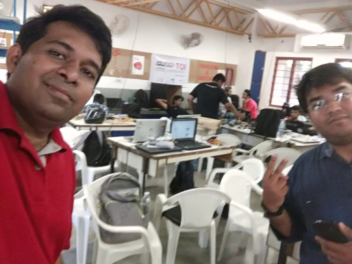 Me & @deephpatel chilling out #fablabcept #GenuinoDayAhmedabad #AEFest https://t.co/luHAgwwj1L