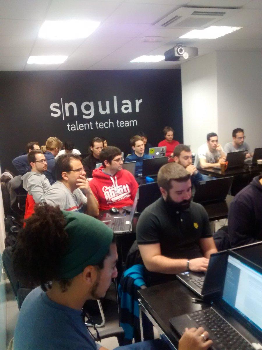 Con los compañeros de @sngular conociendo las últimas tendencias en #polymer de la mano de @abdonrd  ¡Buen sábado! https://t.co/VWUbMXxaG1