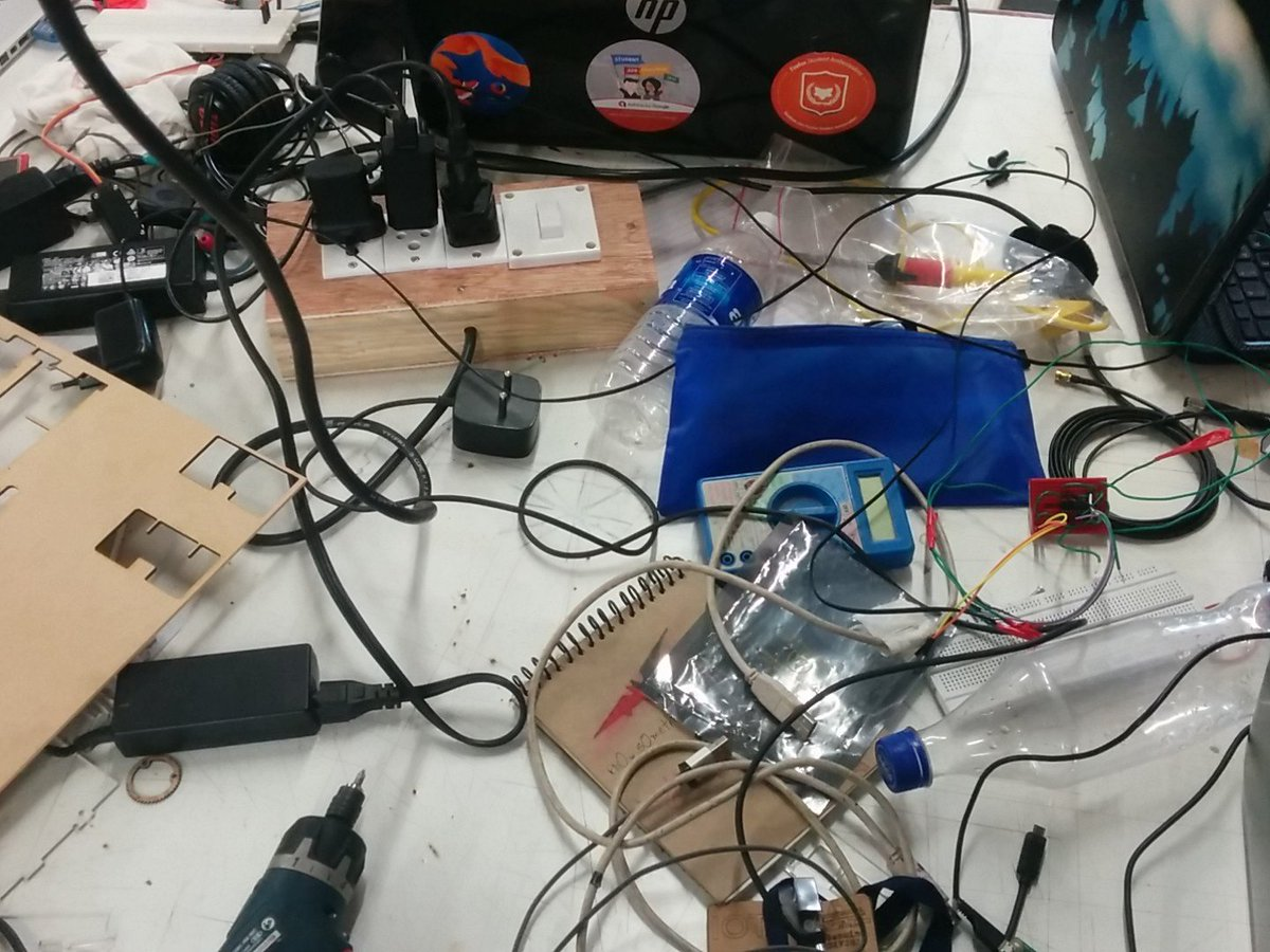 Like an ocean of electronic components around at IOT Fab-a-thon#GenuinoDay #FablabCept #AEFest #Fabathon https://t.co/bZdNzg02Zp