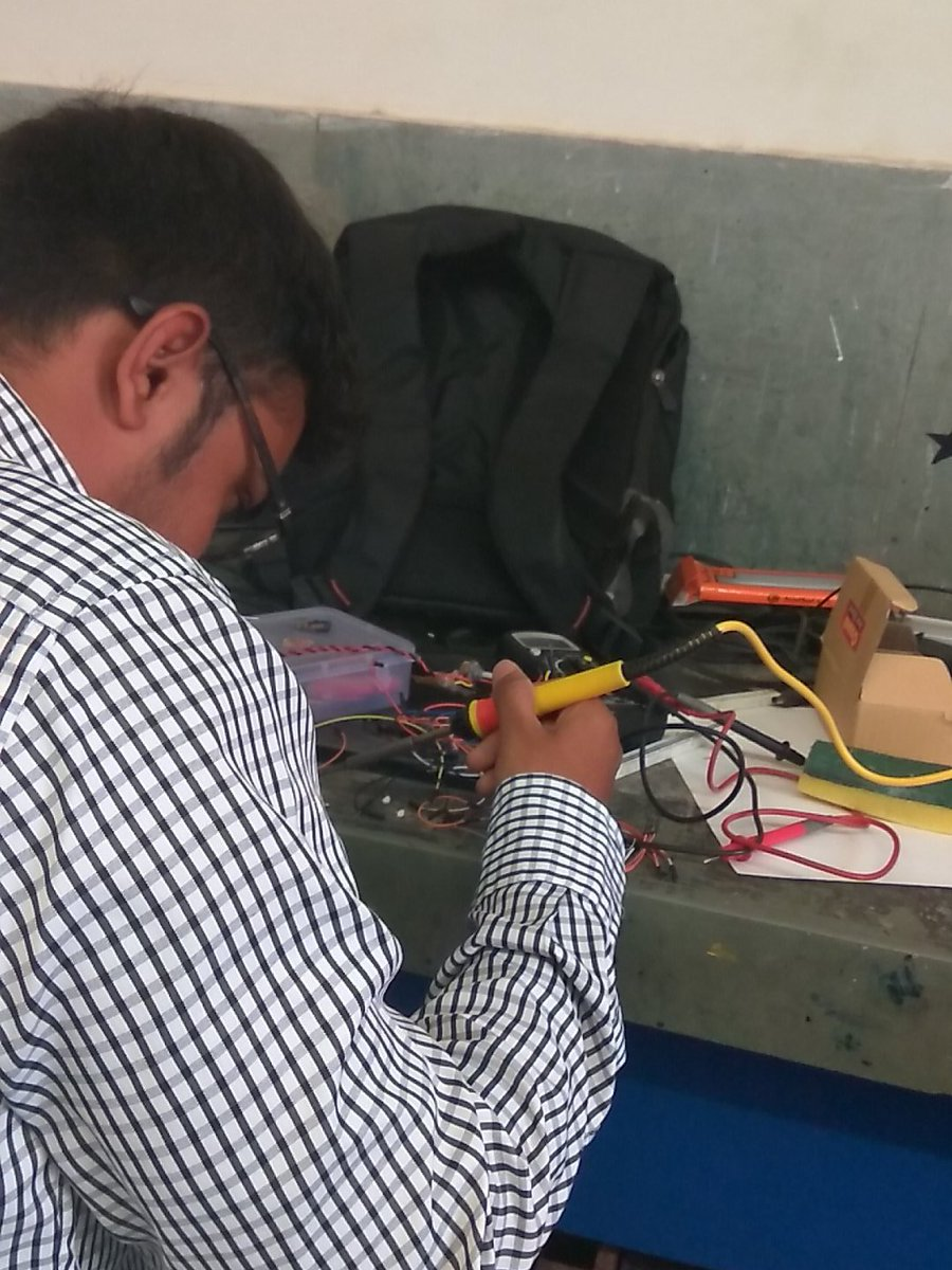 Pritesh helping participants with soldering some components #fablabcept #GenuinoDayAhmedabad #AEFest #geunioday https://t.co/Gc0dQmHiHH