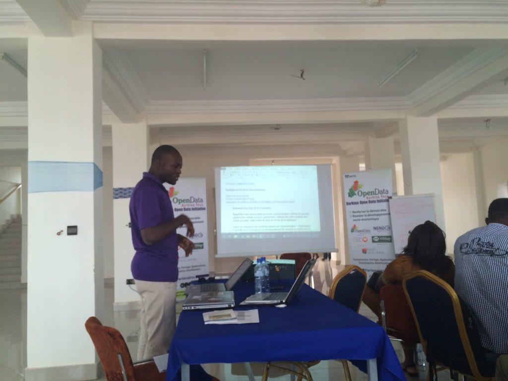 .@y_jus présente plan de travail groupe Communication #nendo2 / @OpenDataBurkina cc @JklOuaga @MalickLingani #lwili https://t.co/FdKPBJHyhu