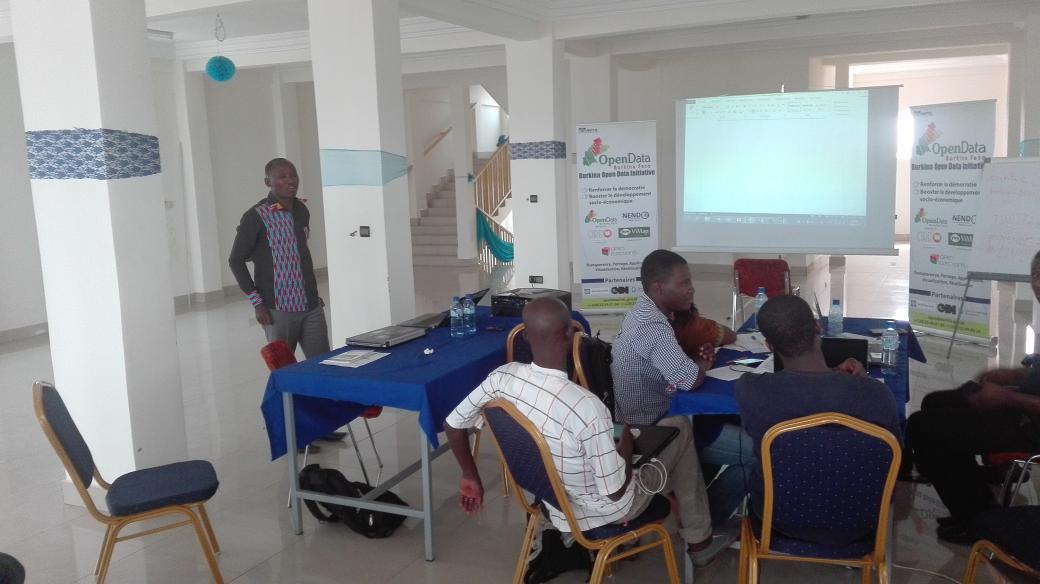 RT@MalickLingani Data wranglers pitch time. #OpenData #NENDO2 #lwili w/ @ocomar @mbakatre @titinto_ https://t.co/YMtxhdf1fv