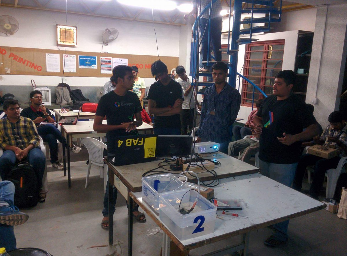 Toll booth project at fabathon   #fablabcept #AEFest #genuinoday https://t.co/KunBvtmluH