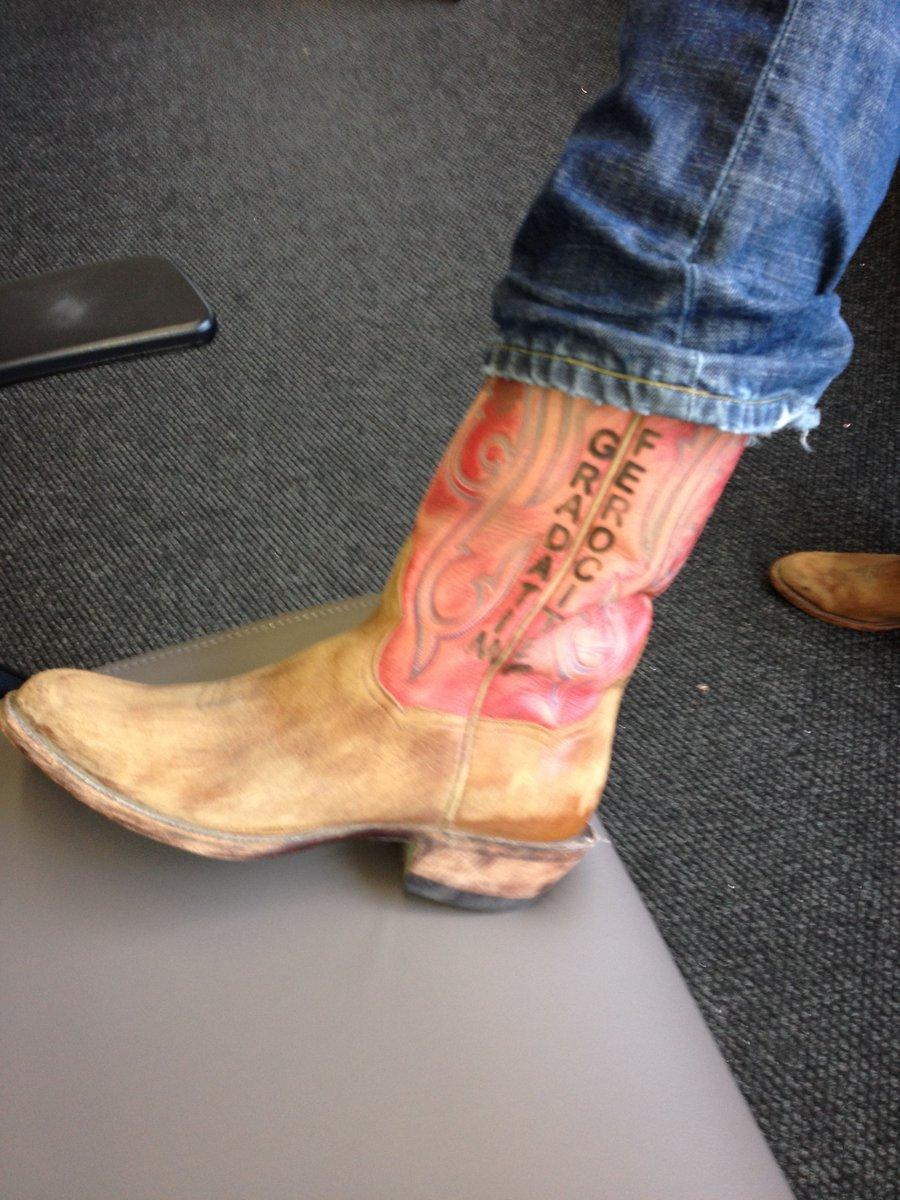 Jeff Bezos On Twitter My Gradatim Ferociter Boots Gift From A