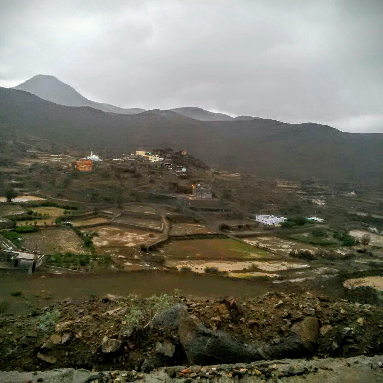 من امطار بني مالك على قري شوقب اليوم السبت 1437/6/24 CfDbZ16WsAU-CD5