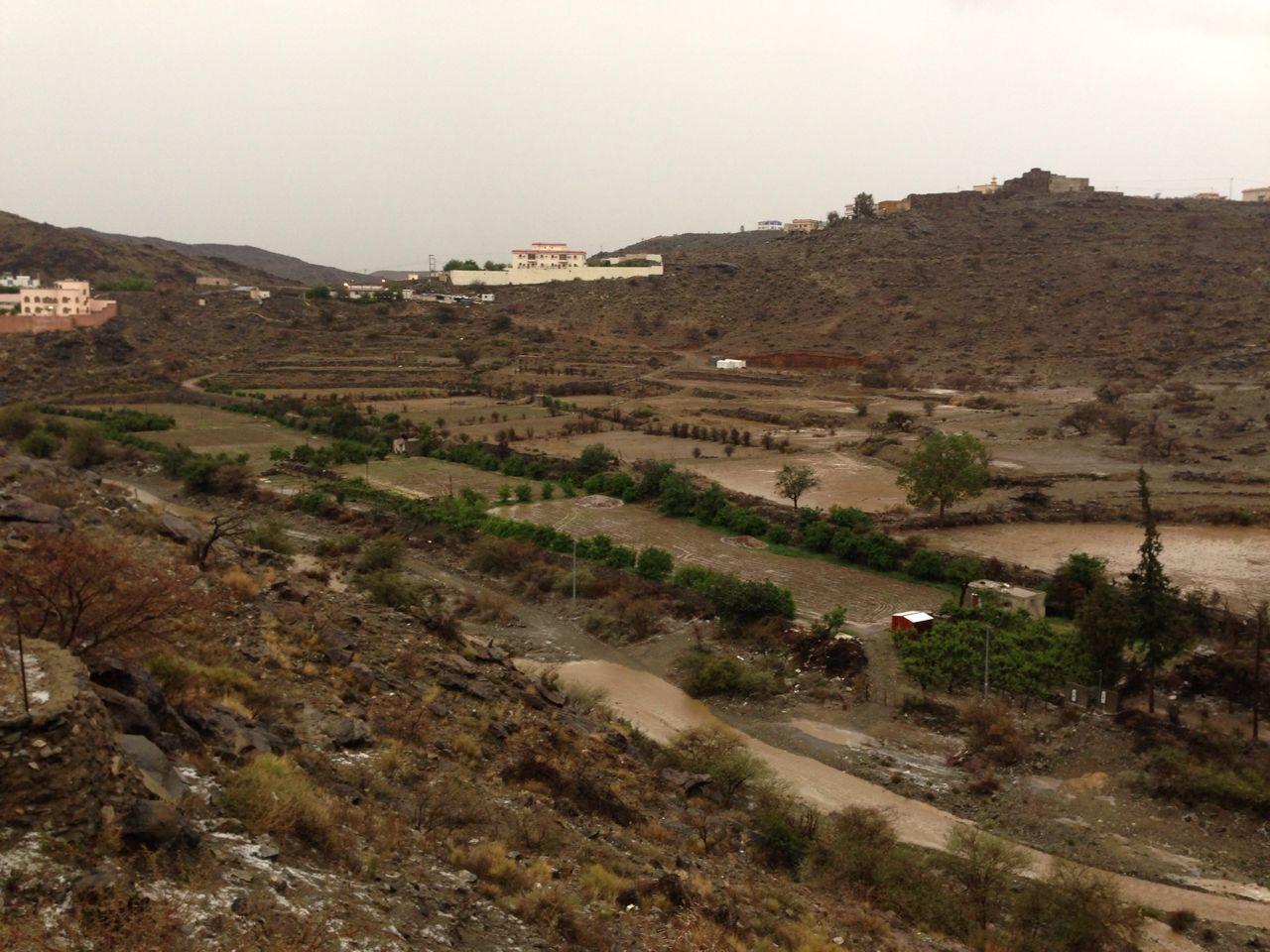 من امطار بني مالك على قري شوقب اليوم السبت 1437/6/24 CfDunK1W4AEAdbY