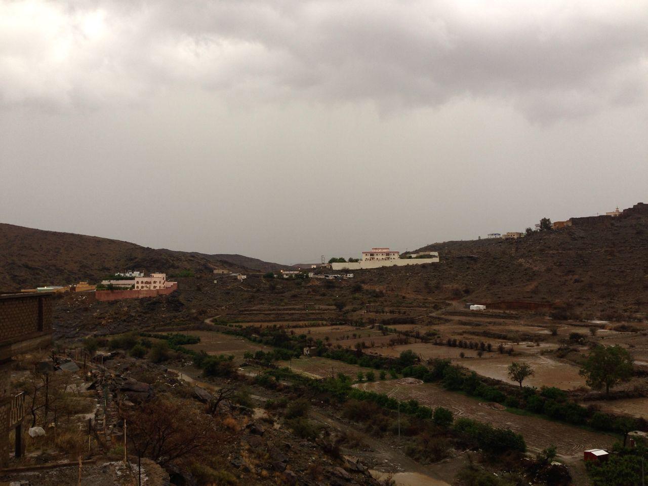 من امطار بني مالك على قري شوقب اليوم السبت 1437/6/24 CfDuqBxW8AAh0H_