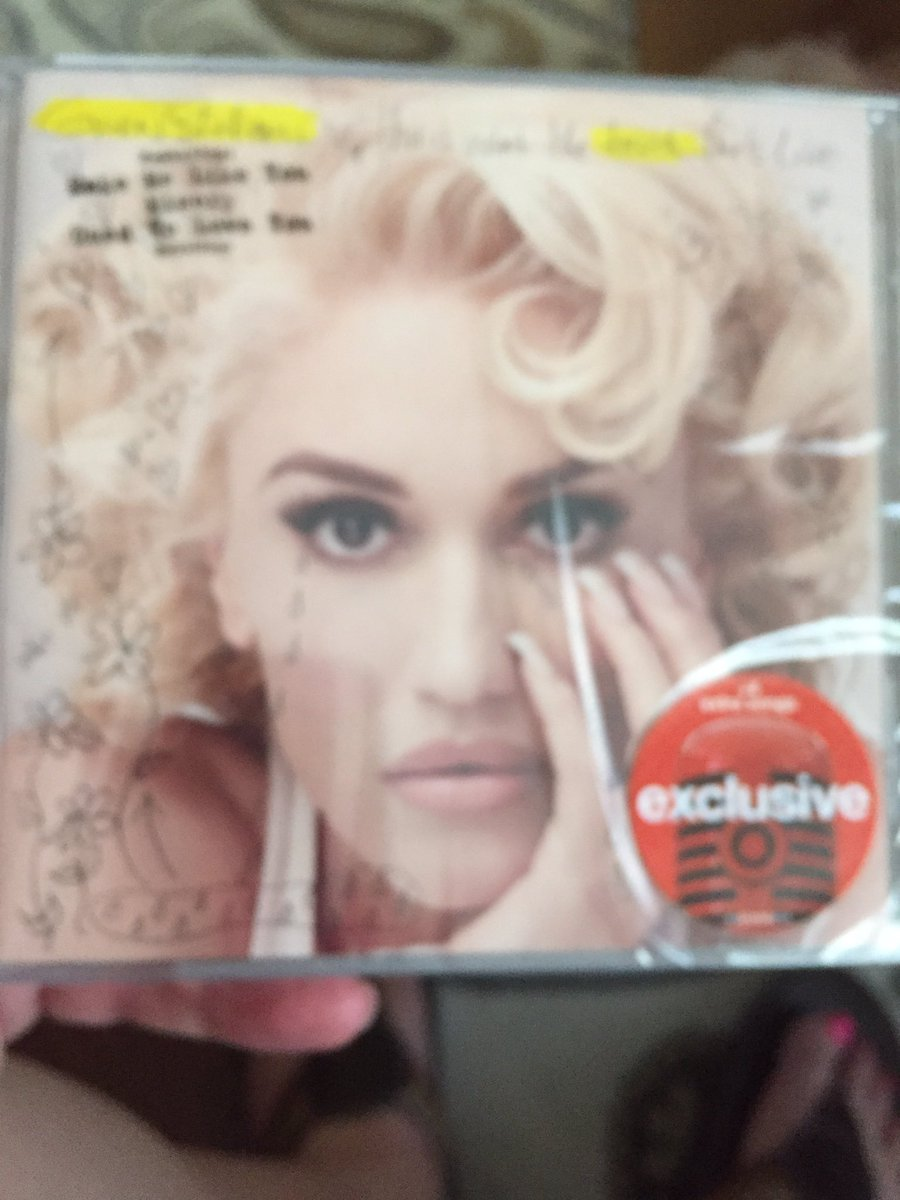 I'm so happy to finally have some new @gwenstefani in my life https://t.co/4cN252HZdQ