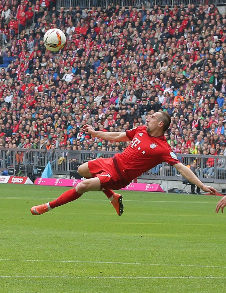 [7] [Mittelfeld] Franck #Ribéry  - Page 24 CfEflEBWEAE453e