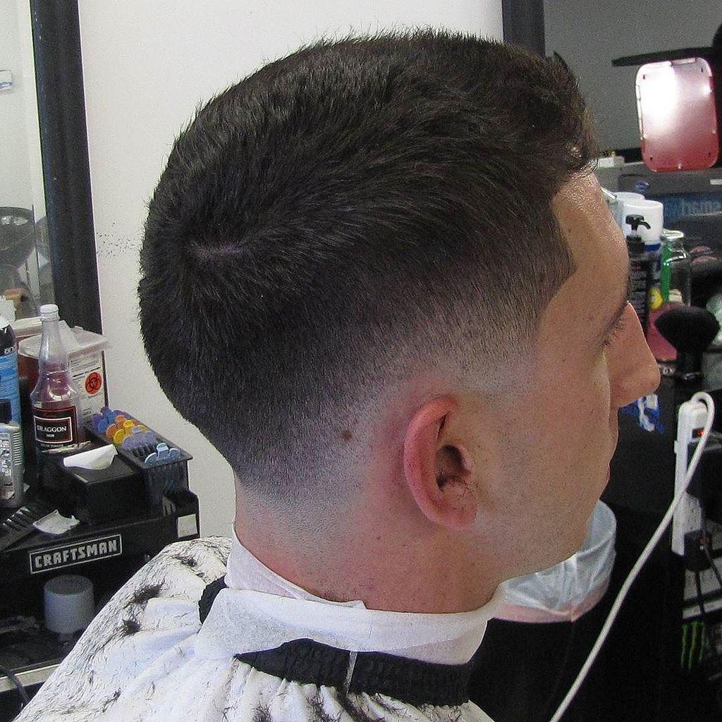 V_kutta  low fade  #mobliebarber #mobliebarber #faded #barbershopconnect #anahiem #thebarberpost #loarahighschool #…