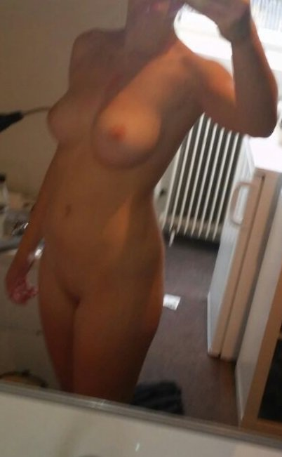 Nude Selfie 4432
