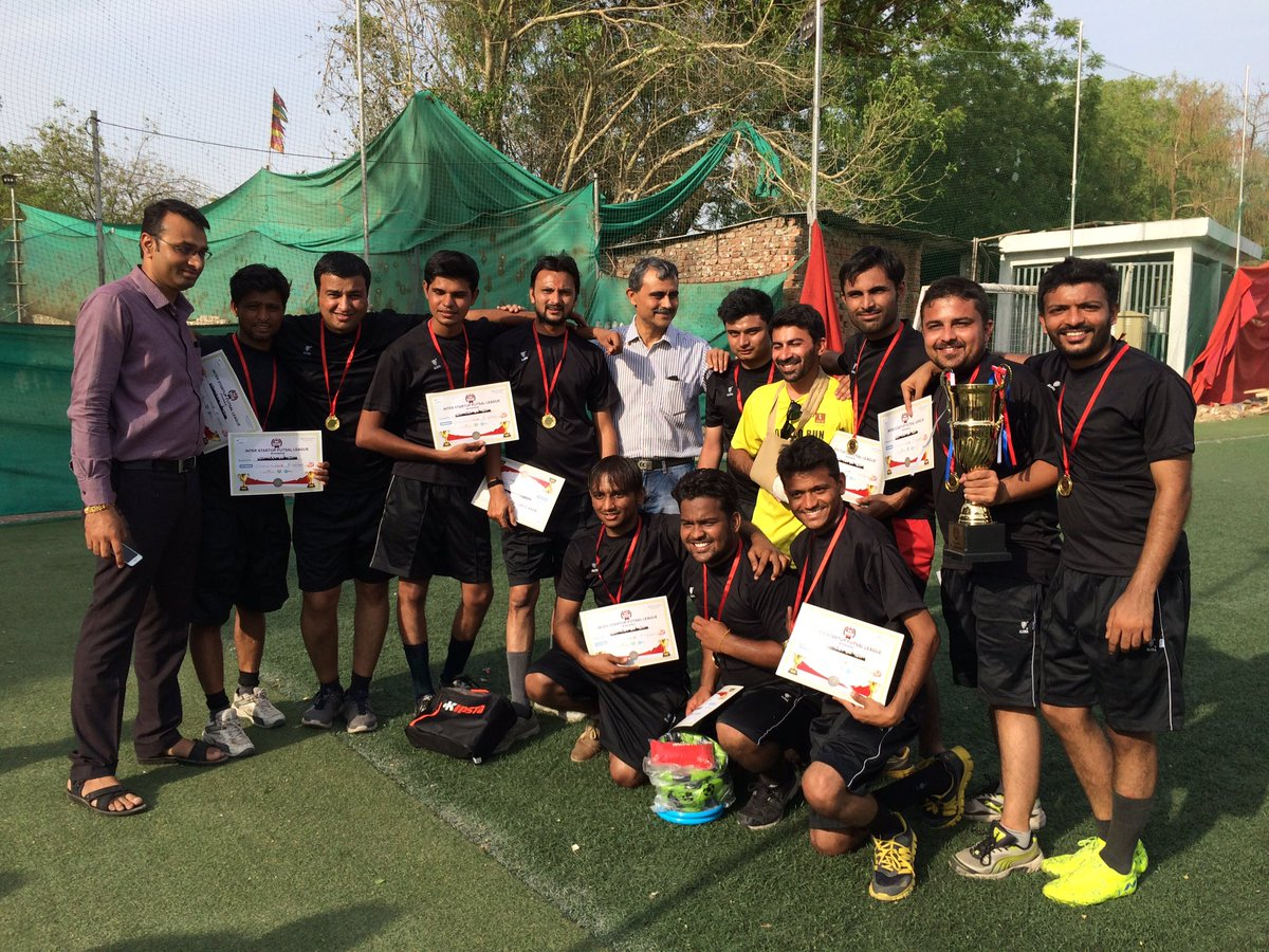 Winners of ISFL with @LeadAngels Paresh Vora. Great match !! #TweetPlayBurp #futsal #startups #ahmedabad #AEFest https://t.co/m2zHyfNAXn