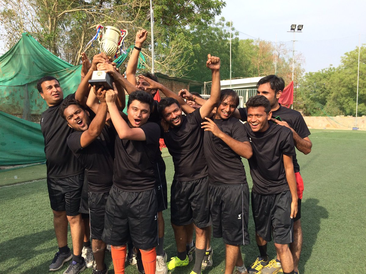 The winning team @9splgroup Hip Hip Hurrah !! #TweetPlayBurp #futsal #startups #ahmedabad #AEFest https://t.co/pNehzbmZ3o