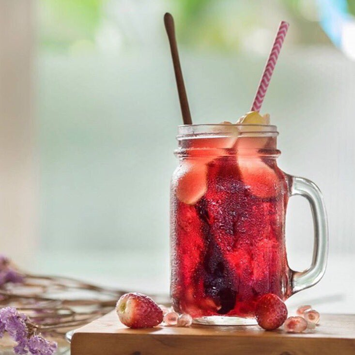 Sunday sippin' courtesy of @VEEV - this antioxident sangria is the perfect Spring cocktail. #luxandeco #spring https://t.co/LG8AiGNjjh