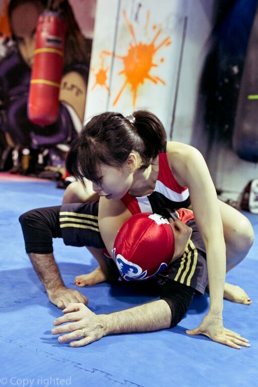 Asian girl mixed wrestling — photo 15