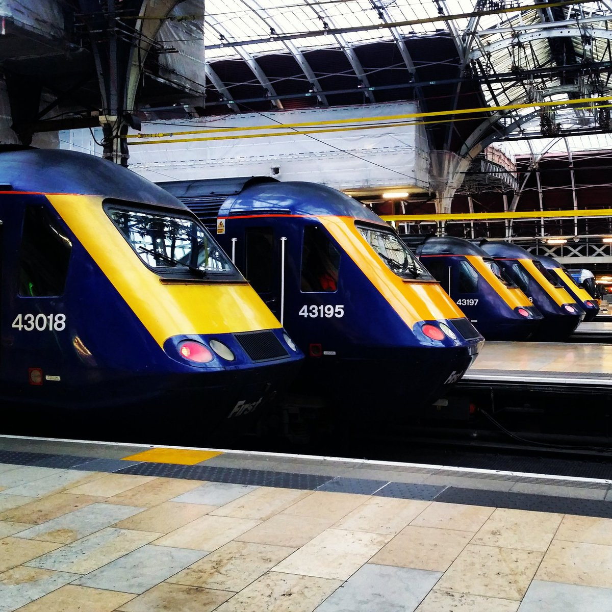 @networkrail Line up at Paddington. #dailypick https://t.co/aWtCNIJV2T