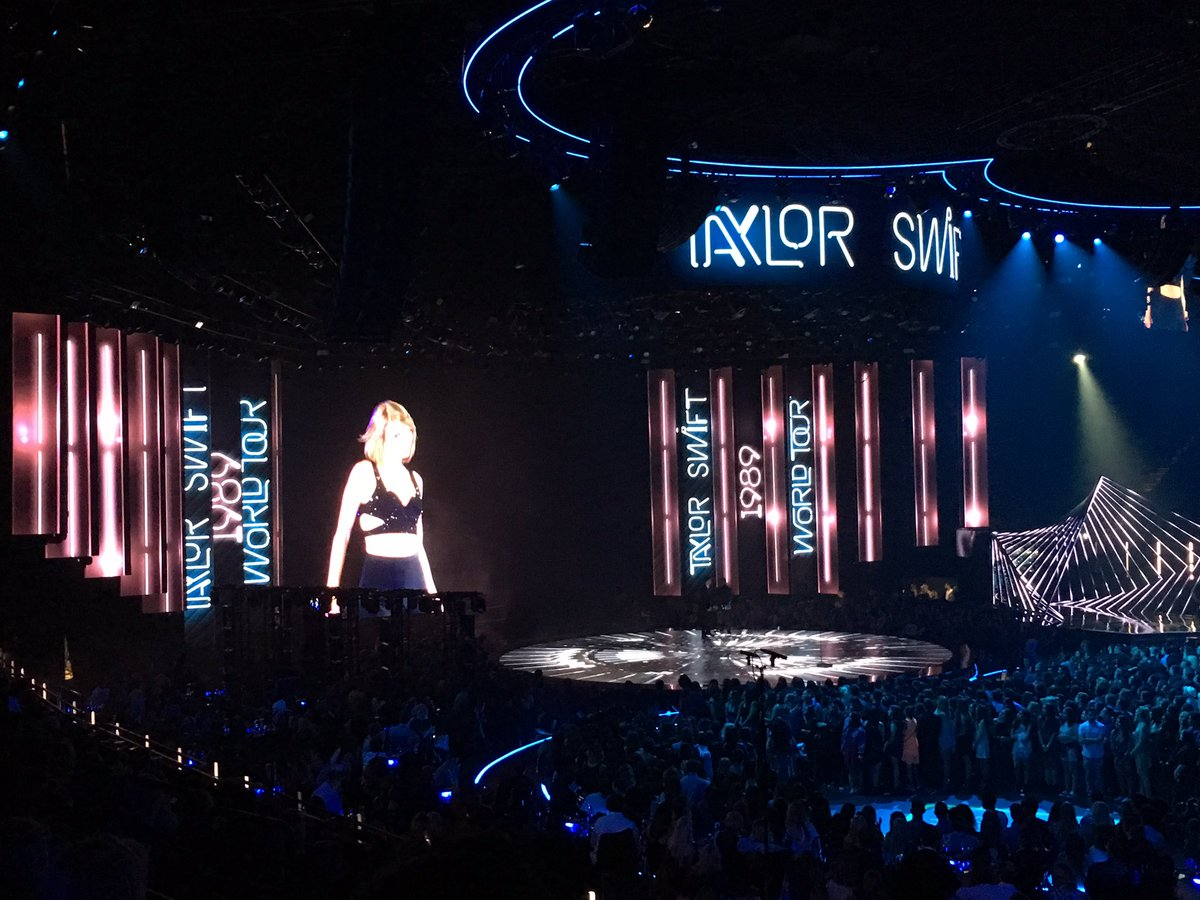 Congrats to the one and only @taylorswift13 on winning Best Tour at the #iHeartAwards! #WildestDreams https://t.co/SjdZ2XFkP0
