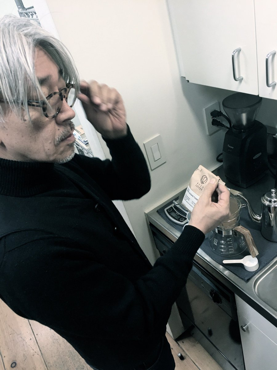 4/9.10 坂本龍一さんを中心とした『commmons 』が恵比寿ガーデンプレイスで10周年記念イベントを開催。こちらのイベントにNOZY COFFEEも参加します!なんと坂本さん自らに選んで頂いたオリジンでドリップパックも販売! https://t.co/6US6rXb2S1